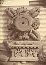 Indo-Corinthian capital and pedestal of statue, from Loriyan Tangai, Peshawar District